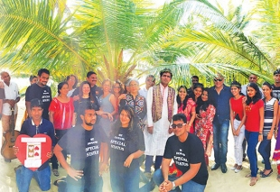 Citizens dedicate V-Day to coconut tree