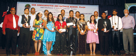 Milagres Fernandes, Fr Antonio Cotta, Fr Domnic Alvares and Prof Orlando Vaz with the winners of the All Goa Konkani solo singing competition organized by Goa Cultural & Social Centre under the theme 'Mhozo Tallo Aikat' at IMB Panjim.