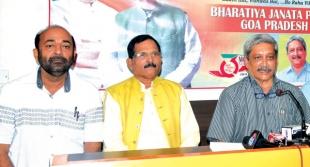 Parrikar seeks blessing from Panjim voters