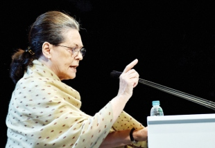 Sonia targets Modi, accuses him of making hollow promises