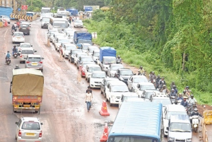 Finally, administration wakes up to commuters' traffic woes on Cortalim-Agassaim stretch