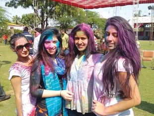 DOES YOUR SMART PHONE NEED TO PLAY HOLI TOO?