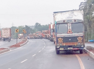 Kerya locals angry at truck parking on highway, demand action